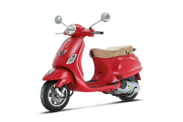 Piaggio Vespa 125 Scooter for Women